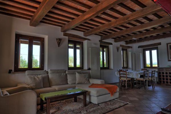 living-room-1-villa-mille-querce83B570FC-644A-BFD6-25E3-06A7BB1DD97E.jpg