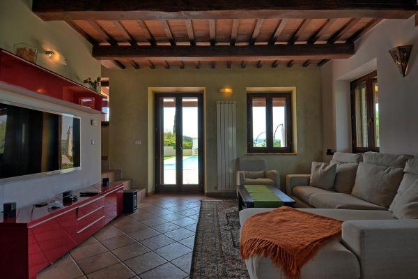 living-room-4-villa-mille-querce5FBCA35D-903D-B24E-2E5A-110503F9C1D5.jpg