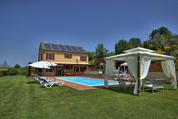 outdoors-1-villa-mille-querceB5EBD08A-61E5-2A62-06EF-0E15DA6B4BE2.jpg