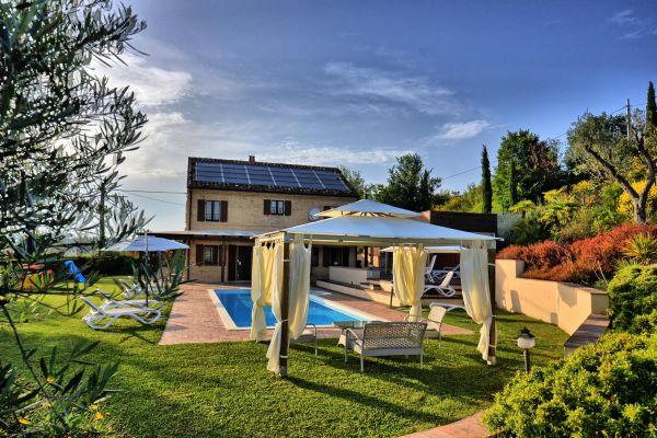 outdoors-5-villa-mille-querce0EE2F525-9CC0-BDD5-AC9E-902FA10AF2F6.jpg