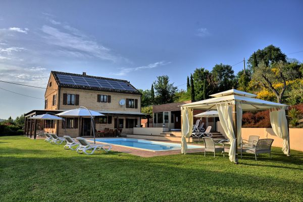 outdoors-8-villa-mille-querce94B85CC5-4935-AB35-5B86-437AD9655FA0.jpg