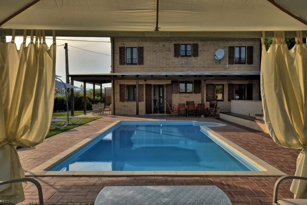outdoors-9-villa-mille-querce214B687F-1A04-3DFE-C31F-08D1B13AF6E3.jpg