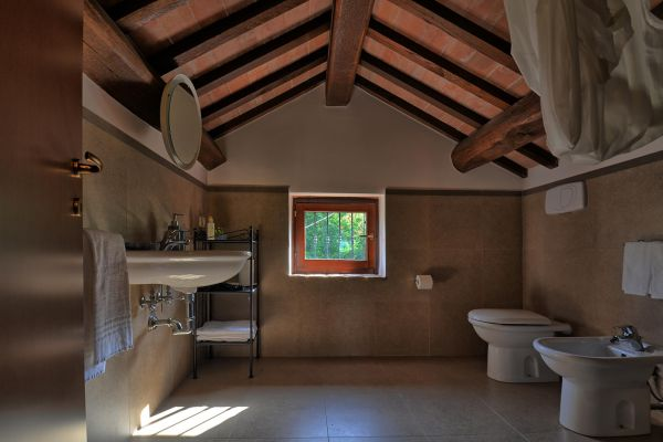 bathroom-attics-villa-mille-querce290DA843-718F-9CBD-8021-258AC9CD158C.jpg