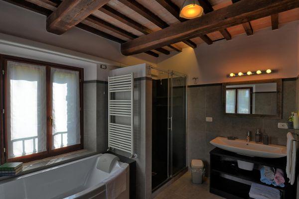 bathroom-master-2-villa-mille-querce8AE84FD7-19FE-0768-C543-F06C7ED8135D.jpg