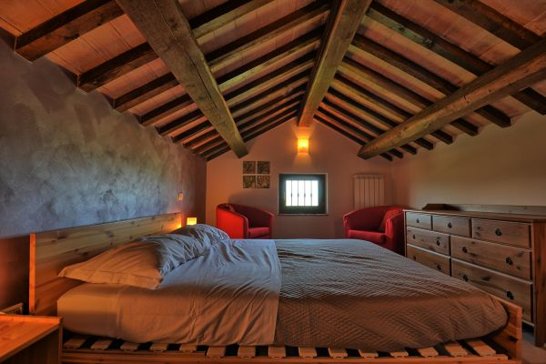 bedroom-attics-1-villa-mille-querce27A5E54A-AF64-A8B7-3DB1-4597686CA6E5.jpg