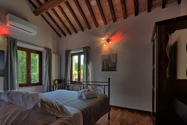 bedroom-guest-1-villa-mille-querce4DF003D5-5F45-576A-606D-E187245CBAEE.jpg