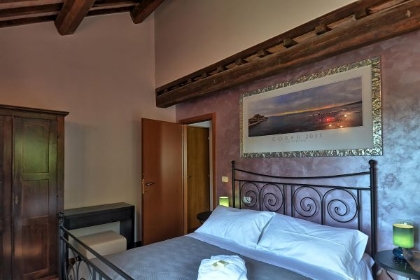 bedroom-guest-5-villa-mille-querce537CBF85-9AE9-37BC-ADD7-091667A8D95D.jpg