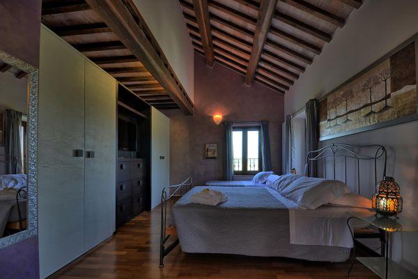 bedroom-master-1-villa-mille-querce1063669E-412D-51D4-9CF9-56444446354B.jpg